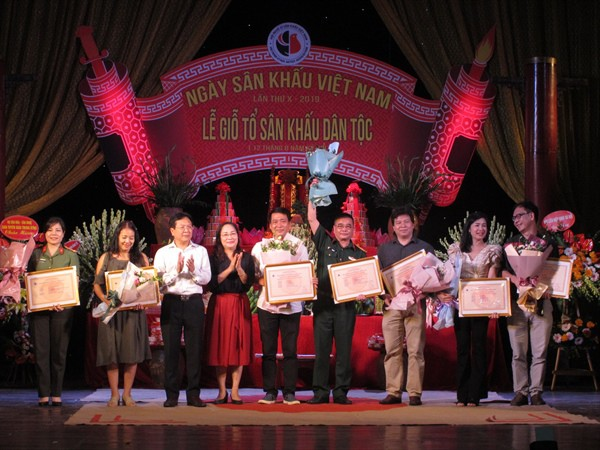 Nghệ sĩ sân khấu hội tụ trong Ngày Sân khấu Việt Nam - Ảnh 3.