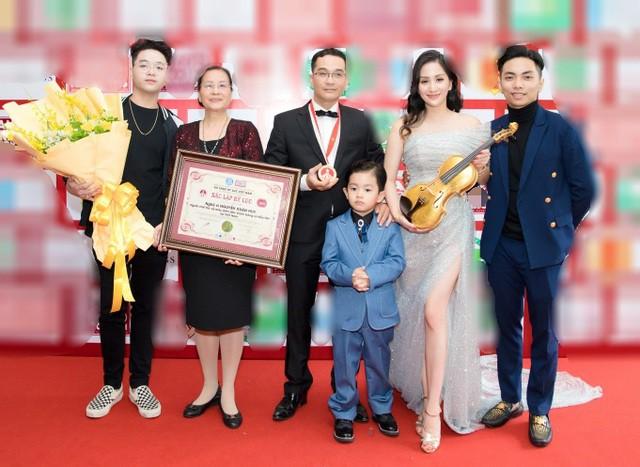 Khánh Thi tiết lộ anh trai nhận kỷ lục Việt Nam về chế tác violin bằng sứ - Ảnh 3.
