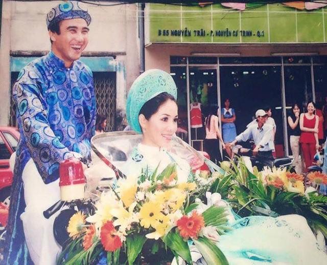 MC Quyền Linh chia sẻ hình ảnh đạp xích lô đi đón vợ khiến khán giả bất ngờ - Ảnh 1.