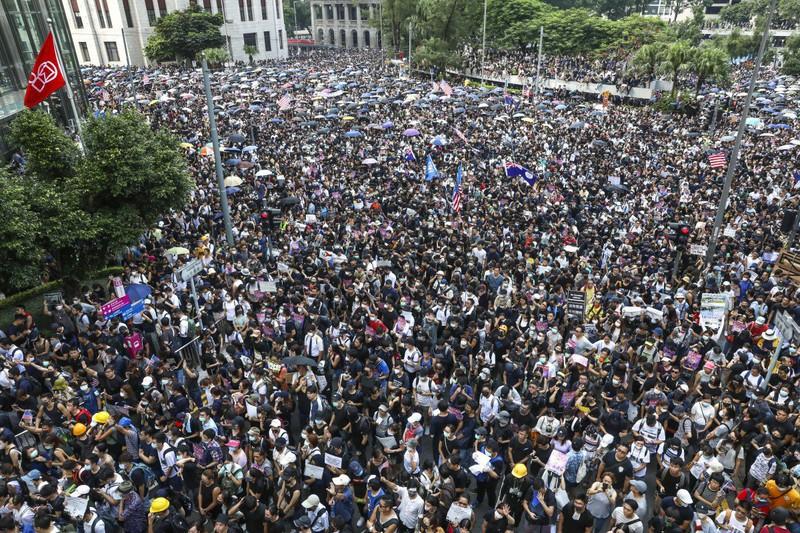 Bất ổn Hong Kong: Việt Nam tôn trọng chính sách 1 quốc gia 2 chế độ - Ảnh 1.
