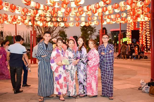 Hai đại võ sĩ sumo nổi tiếng Nhật Bản bất ngờ xuất hiện tại Việt Nam - Ảnh 10.