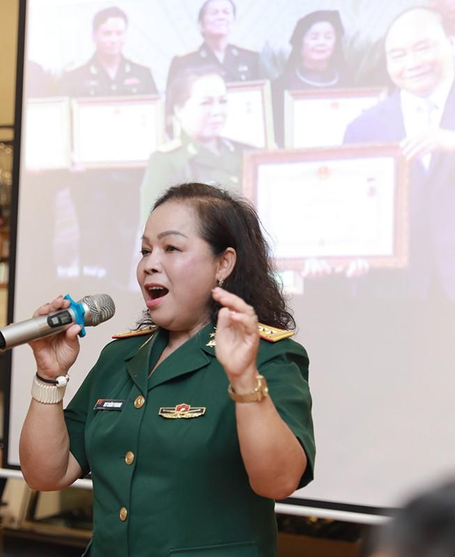 NSND Quang Thọ, Anh Thơ chúc mừng Rơ Chăm Phiang lên NSND - Ảnh 2.
