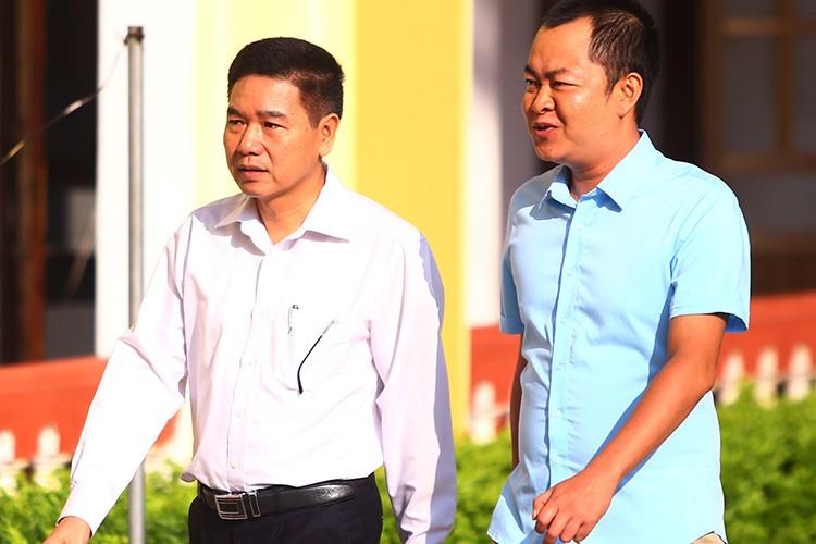 Bị cáo Trần Xuân Yến (trái) và Đinh Hải Sơn đến toà. Ảnh: Phạm Dự.