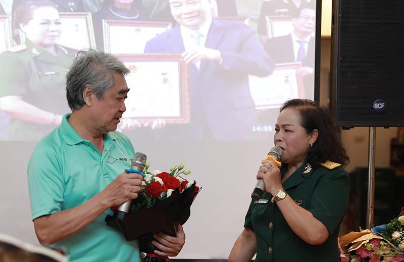 NSND Quang Thọ, Anh Thơ chúc mừng Rơ Chăm Phiang lên NSND - Ảnh 3.