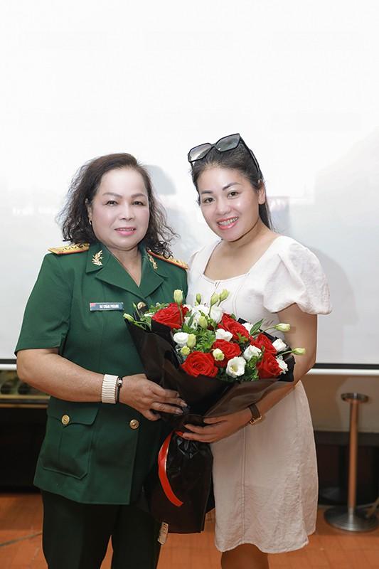 NSND Quang Thọ, Anh Thơ chúc mừng Rơ Chăm Phiang lên NSND - Ảnh 4.