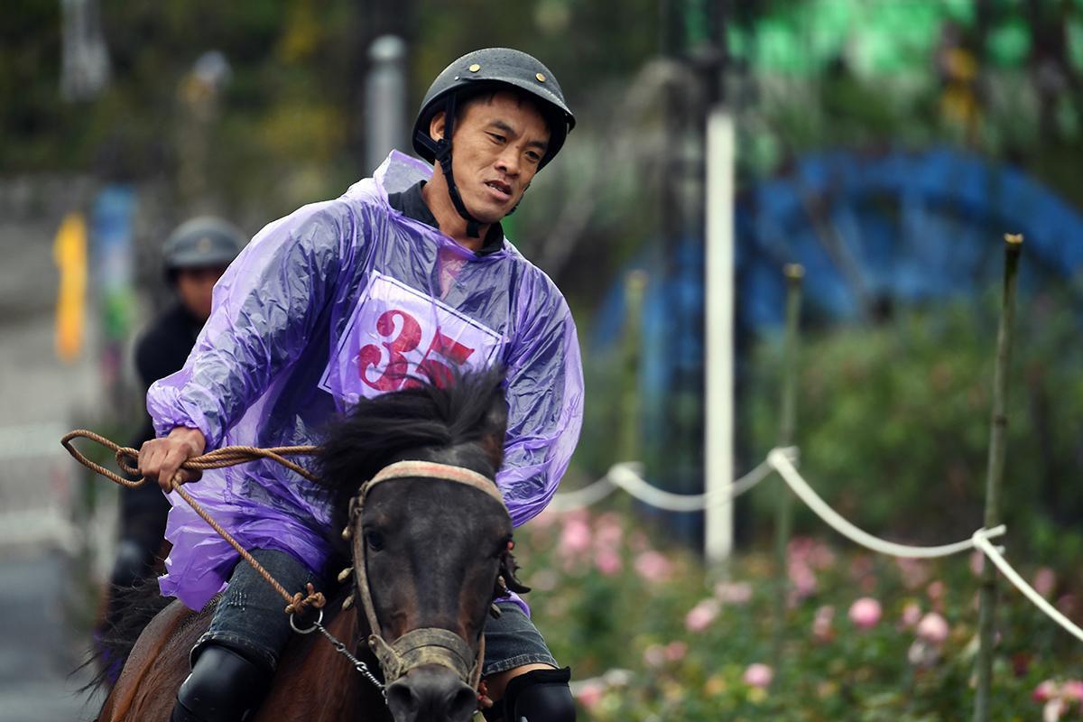 Chất Tây Bắc sống động khiến du khách thích thú với Giải đua ngựa tại  Fansipan - Ảnh 6.