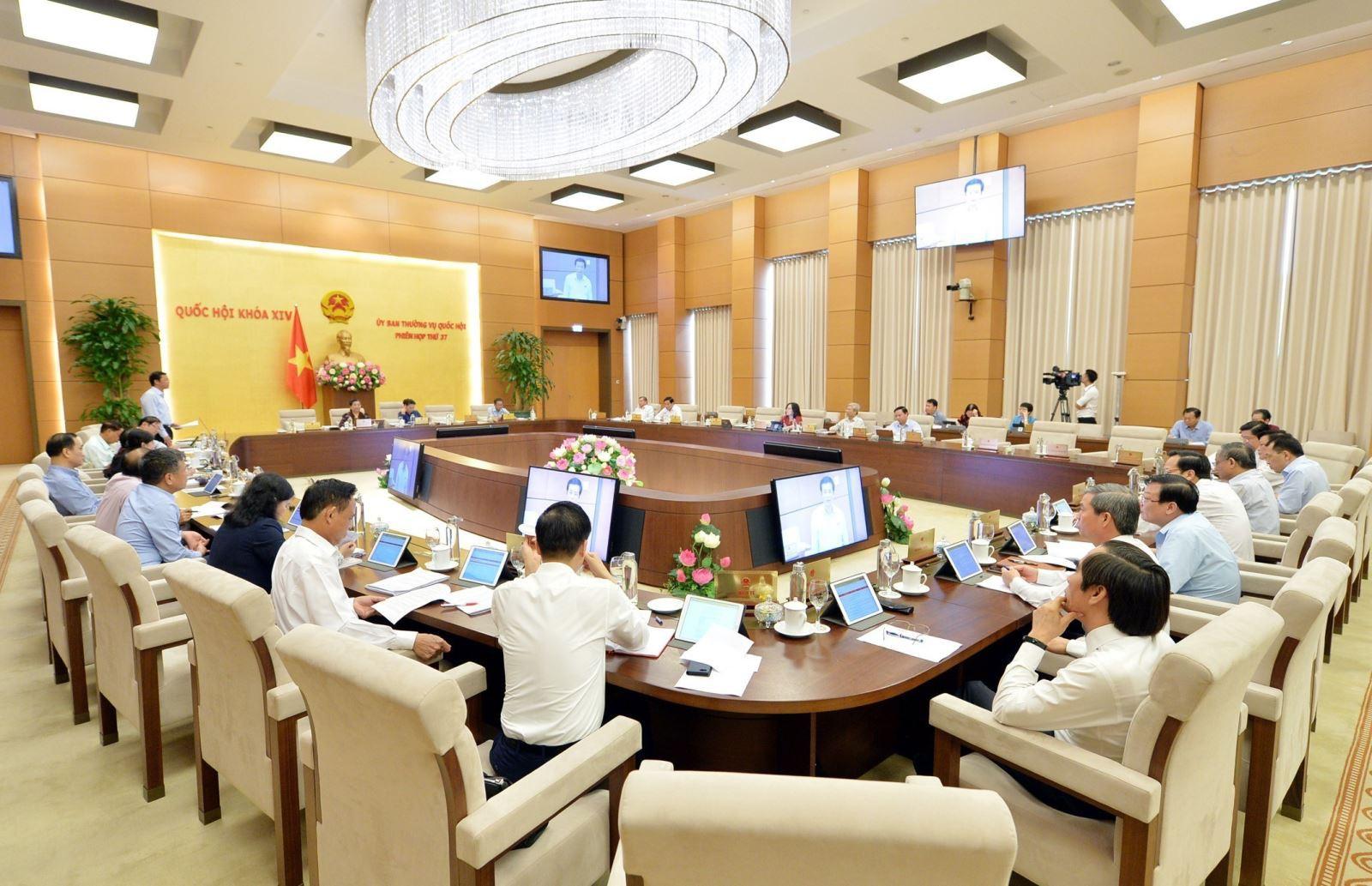 Phiên họp thứ 37 của Ủy ban TVQH: Đa số các ý kiến không tán thành tăng thời giờ làm thêm - Ảnh 1.