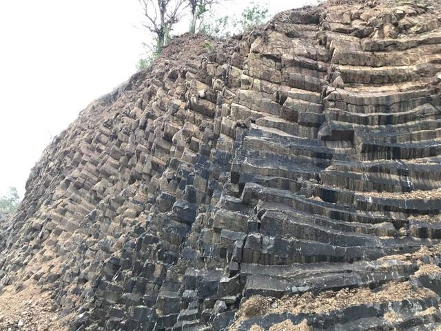 Nhiều vách đá tương tự danh thắng Gành Đá Đĩa mới được phát hiện tại Phú Yên - Ảnh 3.