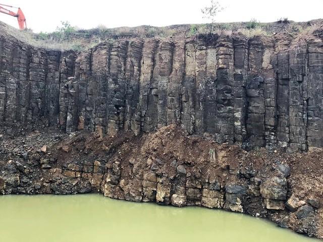 Nhiều vách đá tương tự danh thắng Gành Đá Đĩa mới được phát hiện tại Phú Yên - Ảnh 5.