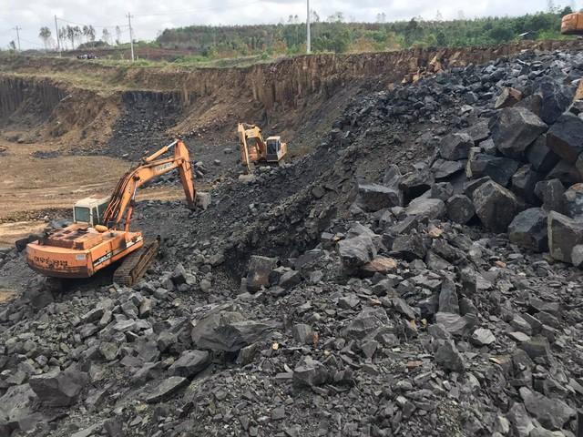 Nhiều vách đá tương tự danh thắng Gành Đá Đĩa mới được phát hiện tại Phú Yên - Ảnh 6.