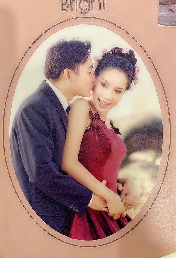 Á hậu Trịnh Kim Chi lần đầu chia sẻ ảnh cưới cách đây 19 năm với chồng đại gia - Ảnh 5.