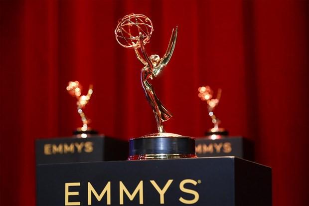 Những khoảnh khắc ấn tượng tại lễ trao giải Emmy Awards 71 - Ảnh 1.
