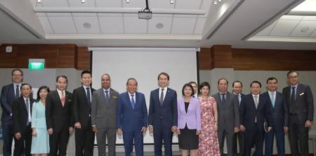 Phó Thủ tướng thăm sứ quán và tọa đàm tại Liên đoàn Sản xuất Singapore - Ảnh 4.
