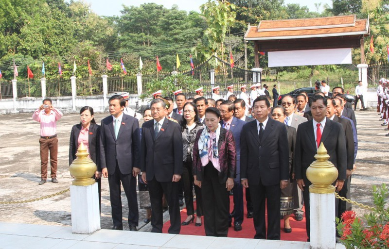 Chủ tịch Quốc hội Nguyễn Thị Kim Ngân thăm tỉnh Vientiane, Lào - Ảnh 1.