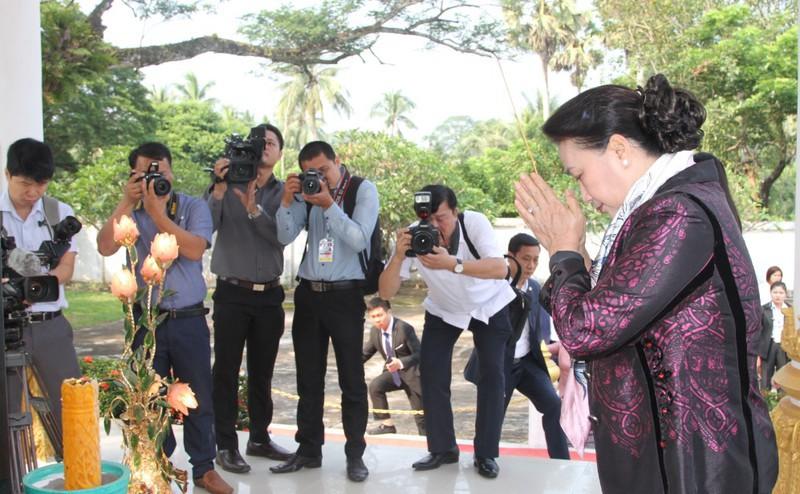 Chủ tịch Quốc hội Nguyễn Thị Kim Ngân thăm tỉnh Vientiane, Lào - Ảnh 2.