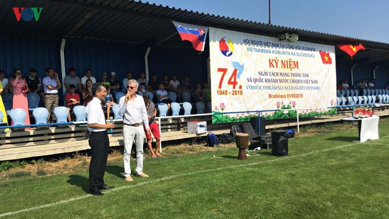 Người Việt tại Slovakia tưng bừng kỷ niệm Quốc khánh 2/9 - Ảnh 1.