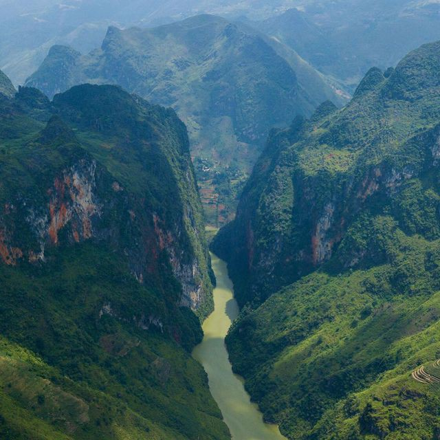 Sửng sốt trước vẻ đẹp của hẻm vực sâu nhất Đông Nam Á ở Hà Giang - Ảnh 1.