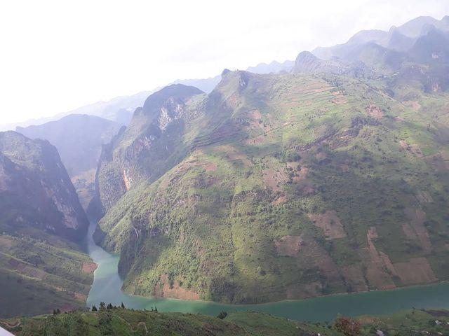 Sửng sốt trước vẻ đẹp của hẻm vực sâu nhất Đông Nam Á ở Hà Giang - Ảnh 11.