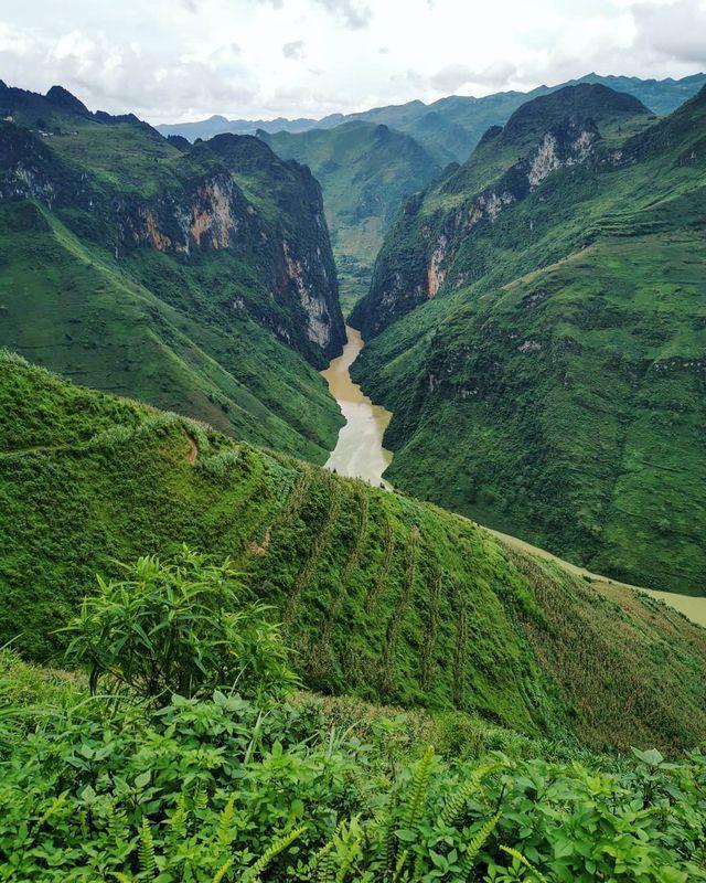 Sửng sốt trước vẻ đẹp của hẻm vực sâu nhất Đông Nam Á ở Hà Giang - Ảnh 6.