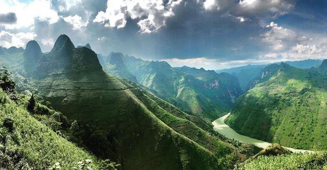 Sửng sốt trước vẻ đẹp của hẻm vực sâu nhất Đông Nam Á ở Hà Giang - Ảnh 7.