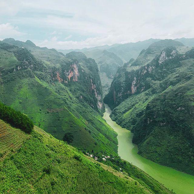 Sửng sốt trước vẻ đẹp của hẻm vực sâu nhất Đông Nam Á ở Hà Giang - Ảnh 8.