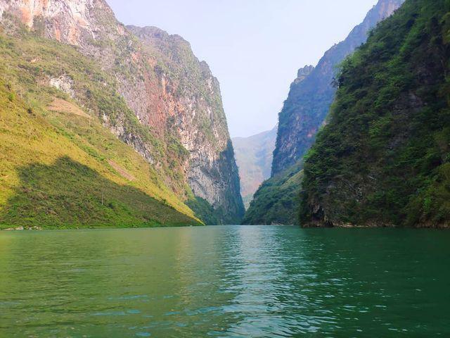 Sửng sốt trước vẻ đẹp của hẻm vực sâu nhất Đông Nam Á ở Hà Giang - Ảnh 9.