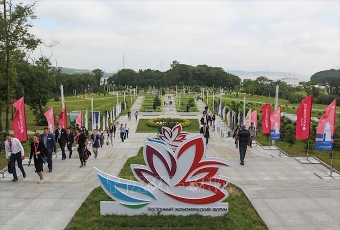 Phó Thủ tướng Trịnh Đình Dũng dẫn đầu đoàn Việt Nam tham dự Diễn đàn kinh tế phương Đông 2019 tại Nga - Ảnh 1.