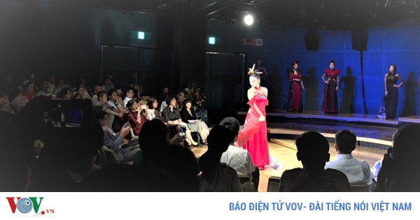 Bạn bè Nhật Bản thích thú trải nghiệm văn hóa Việt Nam