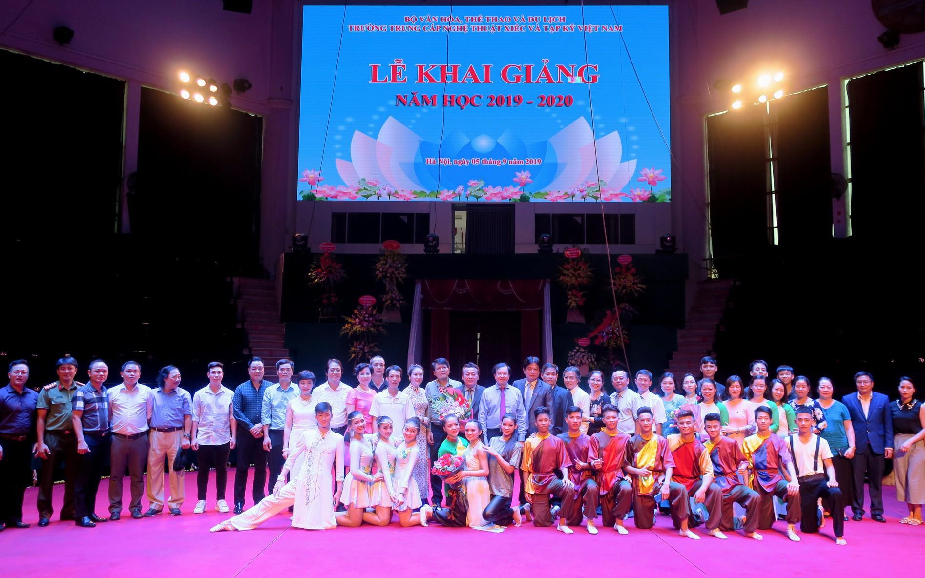 Trường Trung cấp Nghệ thuật Xiếc và Tạp kỹ Việt Nam khai giảng năm học mới