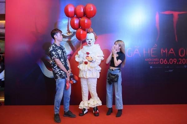Dàn sao Việt quy tụ trong bữa tiệc kinh dị của 'Gã hề ma quái' - Ảnh 1.