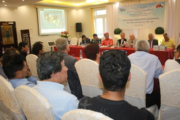 Văn học giúp tăng cường hiểu biết giữa hai dân tộc Việt-Séc - Ảnh 1.