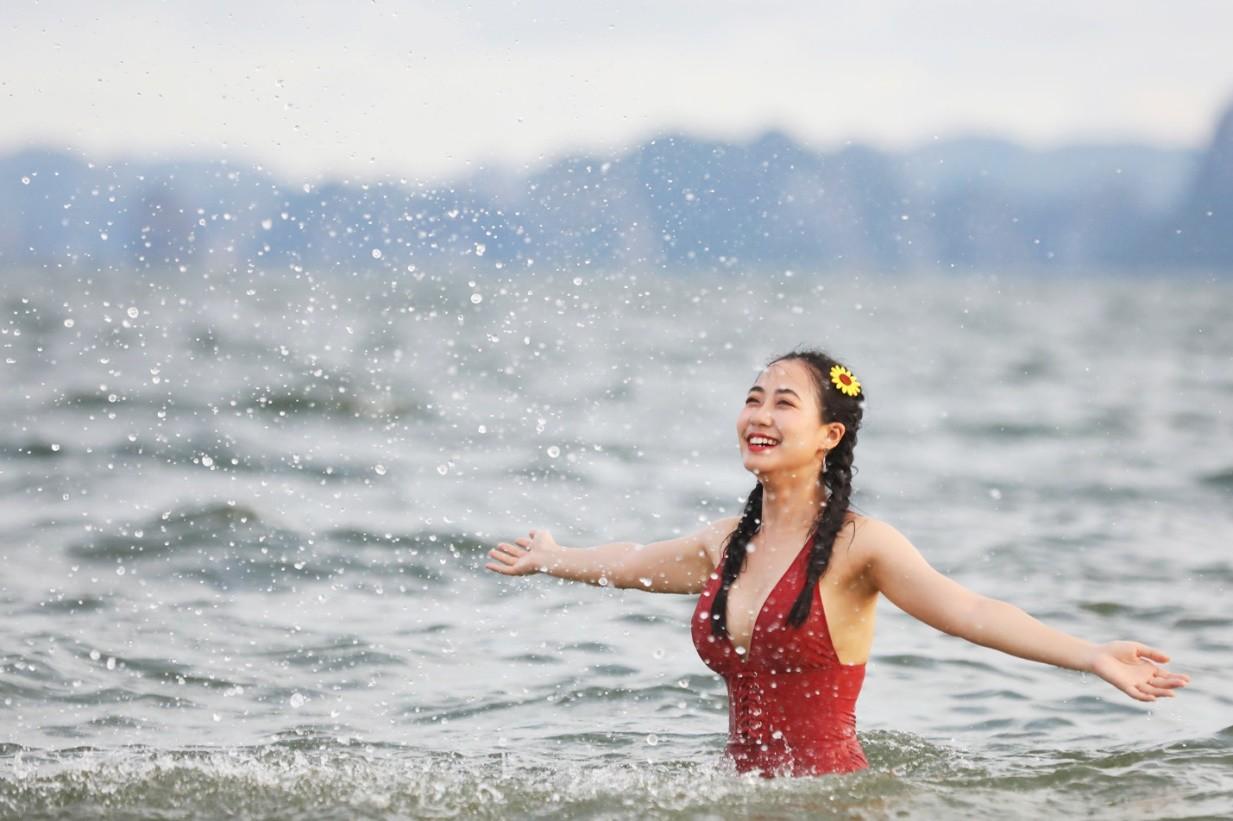 """Khám phá """"thủ phủ"""" du lịch Hạ Long cùng hot girl Trang Hime - Ảnh 9."""
