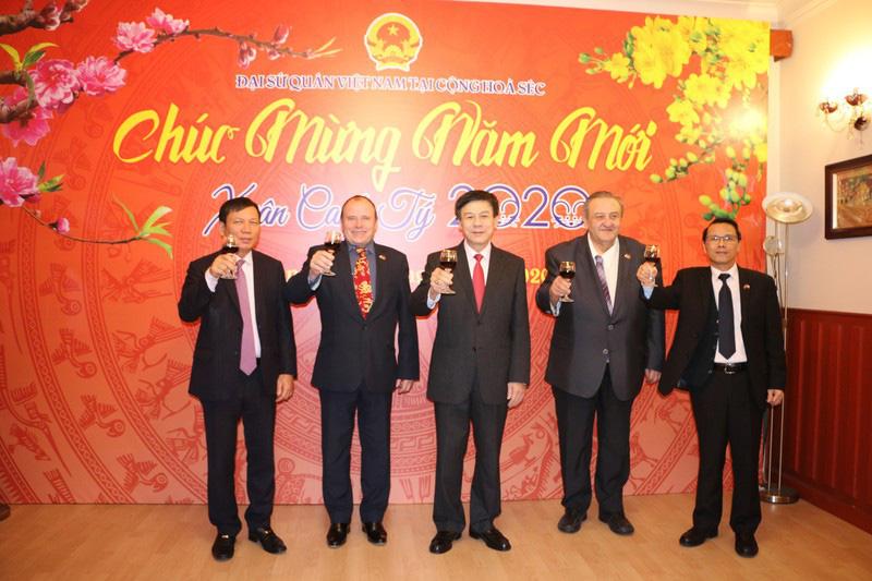 Từng bừng Tết sớm trong cộng đồng người Việt tại Séc - Ảnh 1.