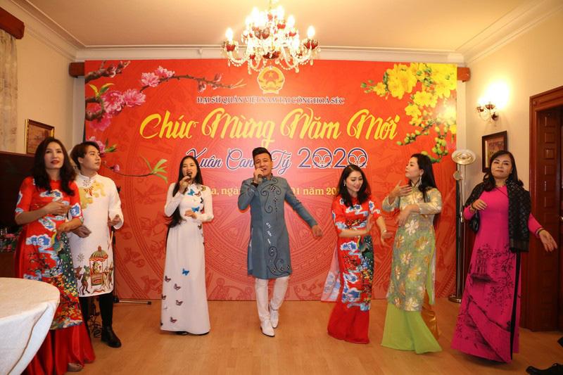 Từng bừng Tết sớm trong cộng đồng người Việt tại Séc - Ảnh 3.