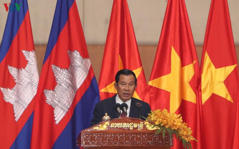Thủ tướng Campuchia đón Tết Nguyên đán cùng cộng đồng người Việt - Ảnh 1.