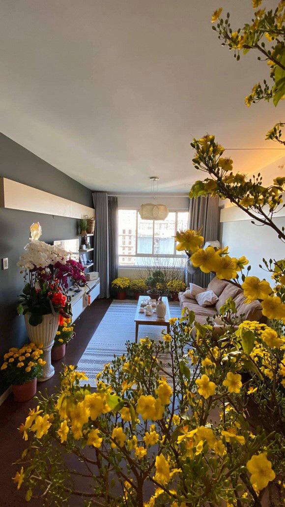 Không gian tổ ấm mới ngập tràn sắc hoa đón Tết của hoa hậu H'Hen Niê - Ảnh 3.