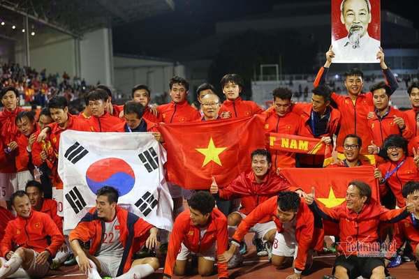 Bóng đá Việt Nam năm 2020: VFF bước tới, thầy Park vững chiêu - Ảnh 1.