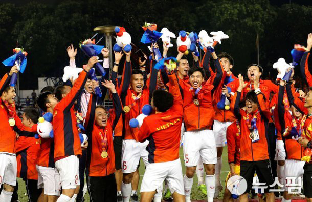 Bóng đá Việt Nam năm 2020: VFF bước tới, thầy Park vững chiêu - Ảnh 3.