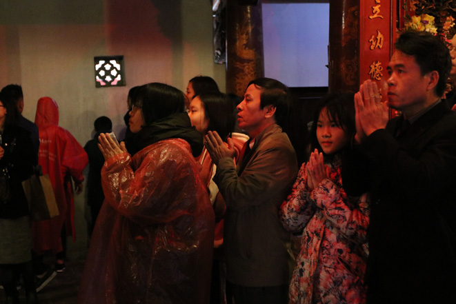 Người Hà Nội đội mưa đến Văn Miếu xin chữ đầu năm - Ảnh 7.