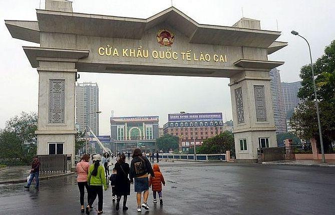 Lào Cai tạm ngừng xuất, nhập cảnh khách du lịch qua cửa khẩu