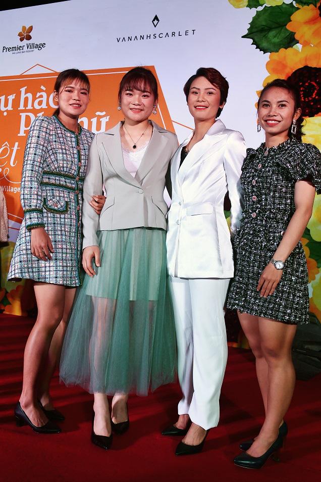 Bắt gặp các cầu thủ tuyển bóng đá nữ Việt Nam du ngoạn ở Ha Long - Ảnh 1.