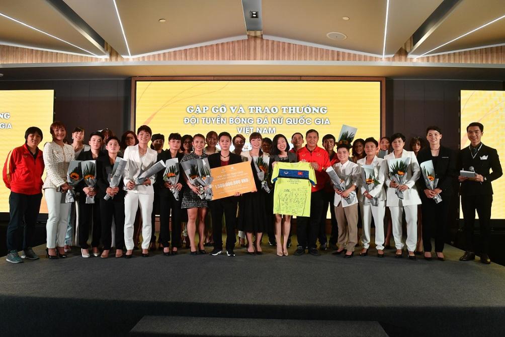 Bắt gặp các cầu thủ tuyển bóng đá nữ Việt Nam du ngoạn ở Ha Long - Ảnh 5.