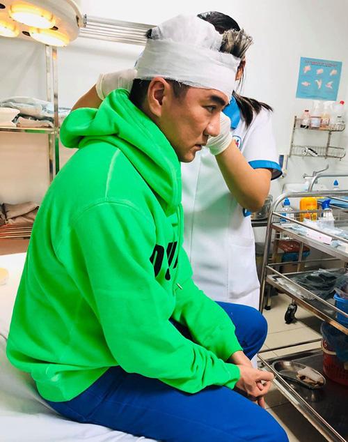 Đàm Vĩnh Hưng bị tai nạn sân khấu phải nhập viện tại tụ điểm giải trí - Ảnh 1.