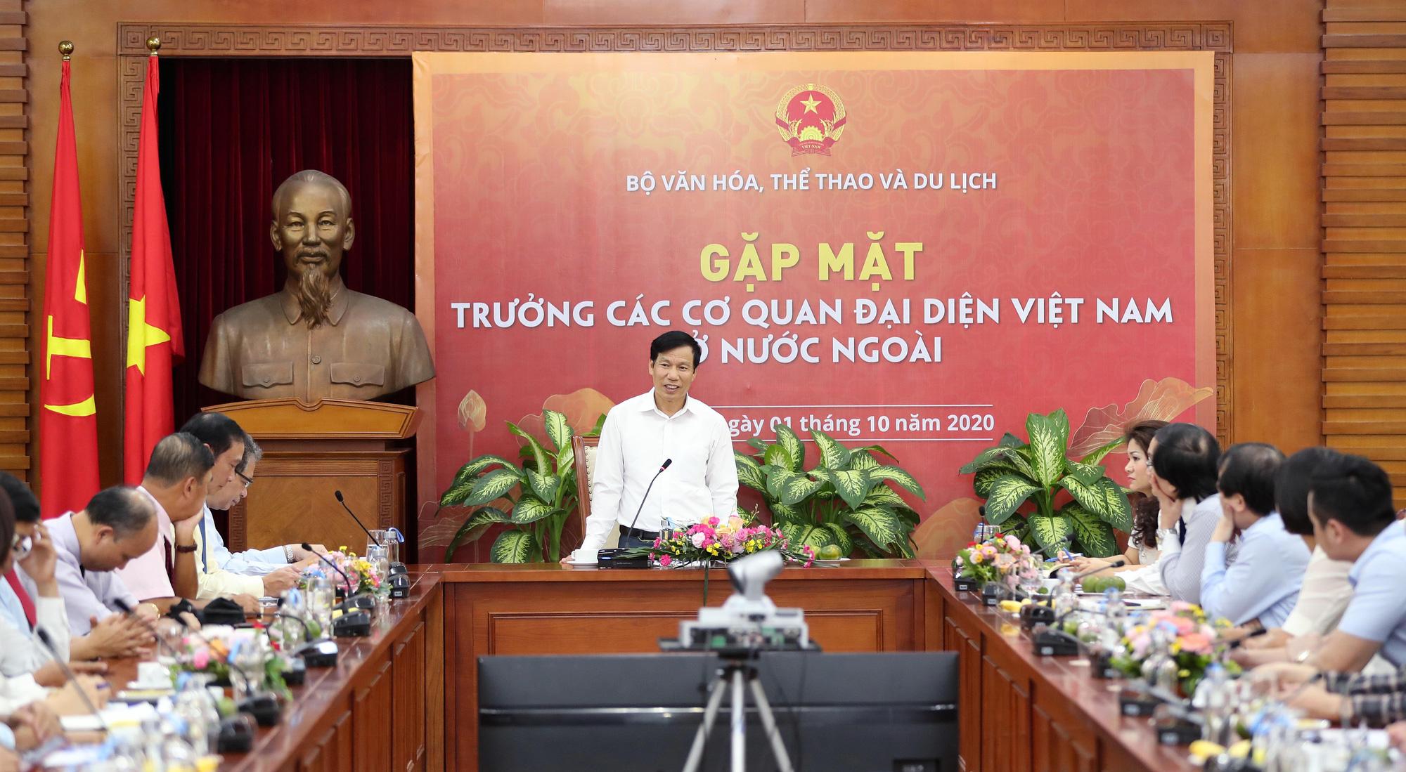 Bộ trưởng Nguyễn Ngọc Thiện gặp mặt Trưởng Cơ quan đại diện Việt Nam ở nước ngoài nhiệm kỳ 2020-2023 - Ảnh 1.