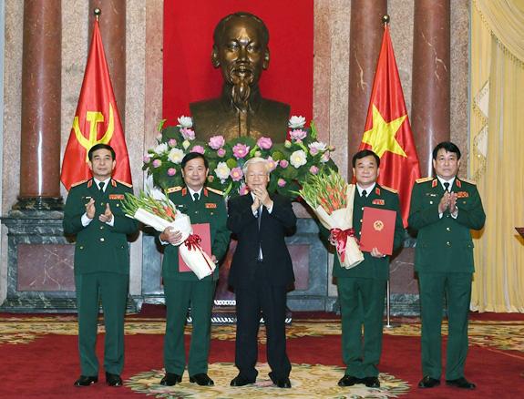 Hai Trung tướng Quân đội được thăng hàm lên Thượng tướng - Ảnh 1.