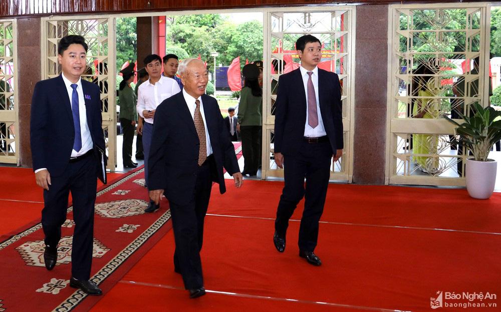 Thủ tướng Nguyễn Xuân Phúc dự Đại hội Đảng bộ tỉnh Nghệ An - Ảnh 4.