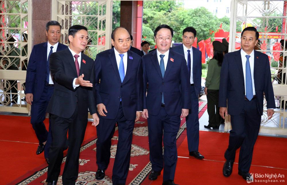 Thủ tướng Nguyễn Xuân Phúc dự Đại hội Đảng bộ tỉnh Nghệ An - Ảnh 1.