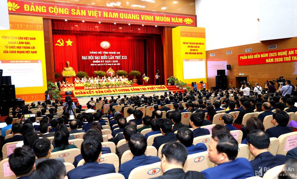 Thủ tướng Nguyễn Xuân Phúc dự Đại hội Đảng bộ tỉnh Nghệ An - Ảnh 14.