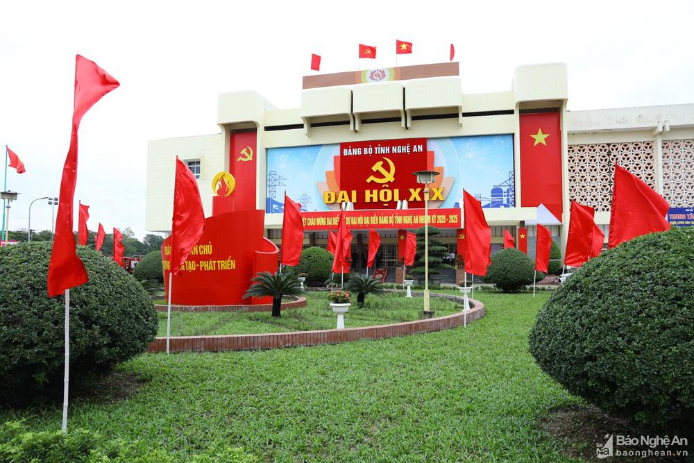 Thủ tướng Nguyễn Xuân Phúc dự Đại hội Đảng bộ tỉnh Nghệ An - Ảnh 15.