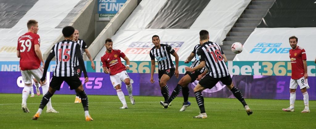 Phản lưới nhà và hỏng phạt đền, Man Utd vẫn thắng ngược nhờ 3 bàn trong 10 phút cuối - Ảnh 3.